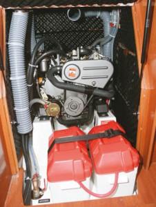 Beneteau 34 обзор яхты. Двигетель