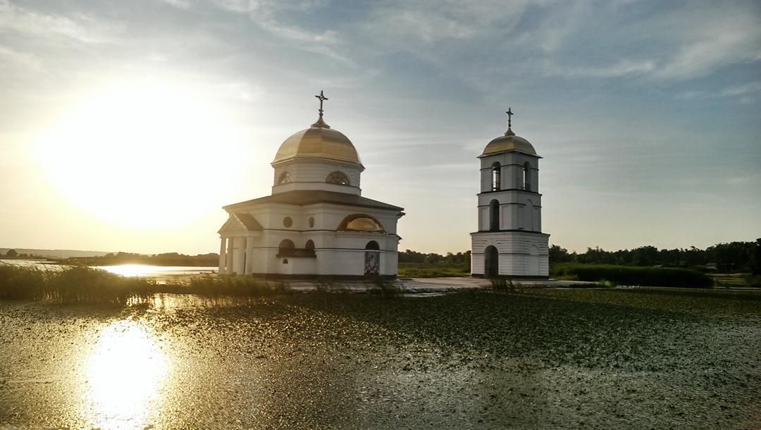 Гусинцы. Затопленная церковь в Гусинцах. Путешествия на яхте. Аренда яхты. прогулки на парусной яхте