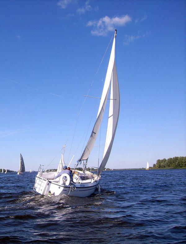 Аренда яхт в Киеве, прогулки на яхте, аренда яхты, прогулки по Днепру