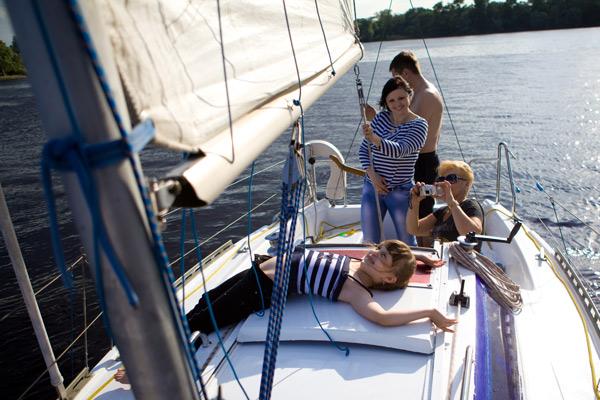 Аренда яхты в Киеве, прогулки на парусной яхте по Днепру, круиз на яхте, прокат яхты